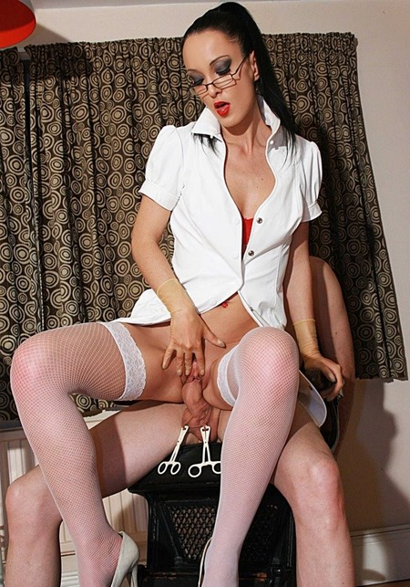 glovemansion-dominant-female-dentist-fucking-the-patient